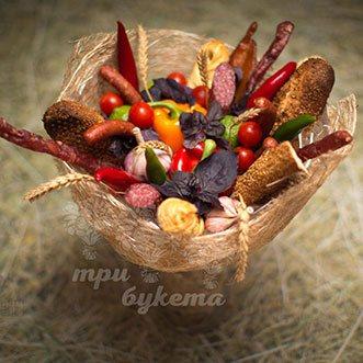 Букет из колбасы и овощей